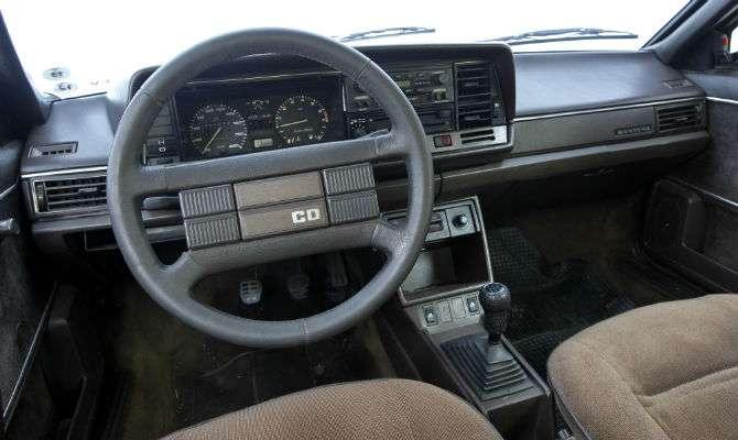 vw santana 1984 recebe placa preta - jornal do carro