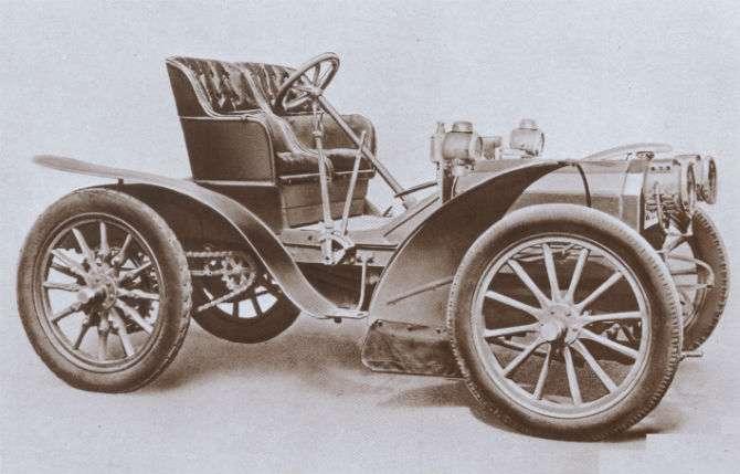 24 HP Corsa, de 1902, foi um dos carros importantes dos primeiros anos