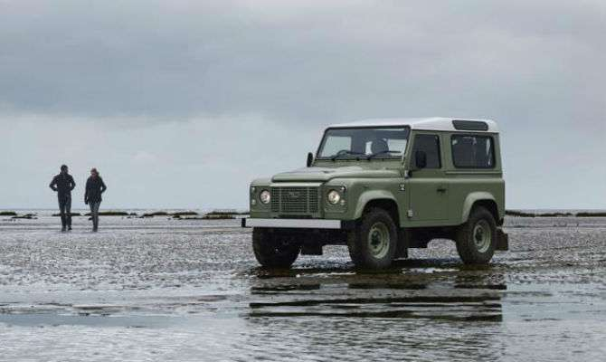Land Rover estuda manter Defender 'vivo'