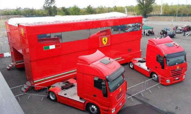 Ferrari coloca motorhome de Schumi à venda