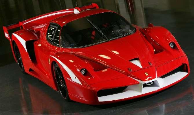 Rara Ferrari FXX Evoluzione está à venda