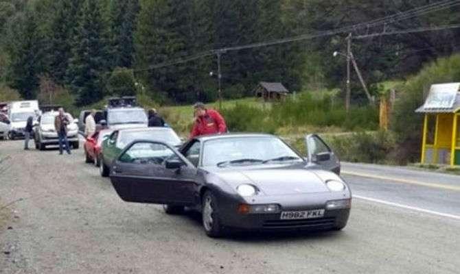 Carros usados pela equipe foram abandonados na estrada
