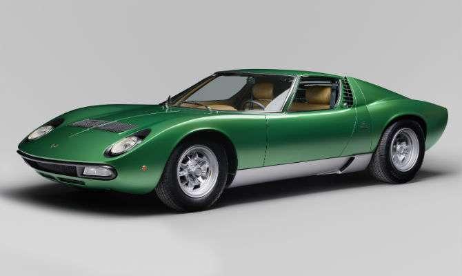 Lamborghini 1971 volta a brilhar como novo