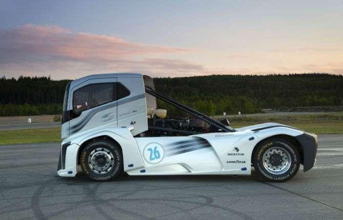 Caminhão Volvo bate recorde de velocidade