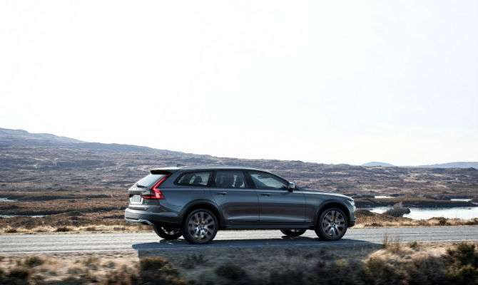 Volvo revela nova V90 Cross Country