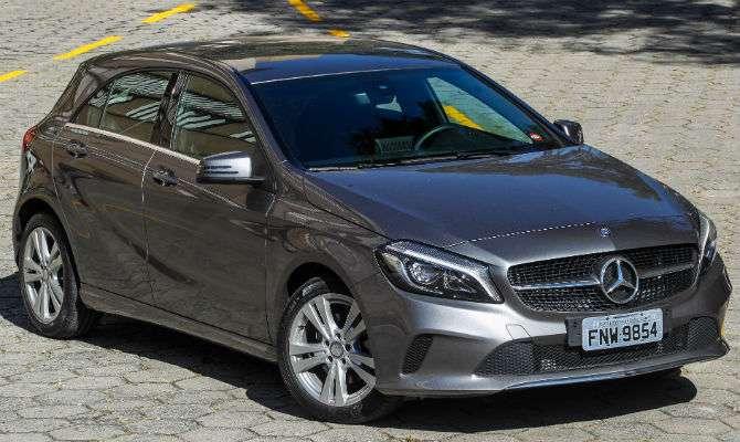 Mercedes-Benz Classe A tem linhas modernas, mas frente baixa raspa em valetas