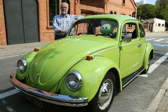 Modelo 1974 na cor verde Hippie recebeu o autógrafo de Mauricio de Sousa