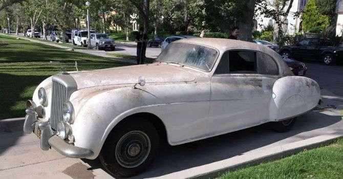 'Bentley do agente 007' será levado a leilão