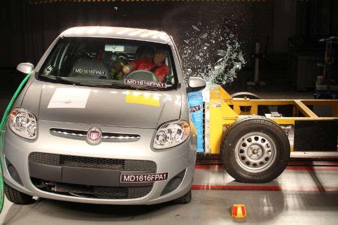 Fiat Palio vai mal em teste de colisão