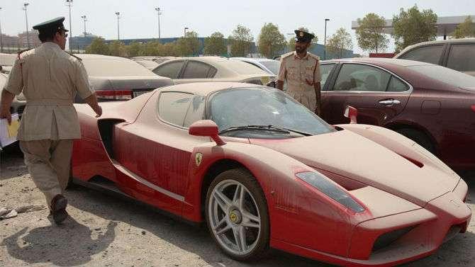 Ferrari Enzo abandonada é alvo da Interpol