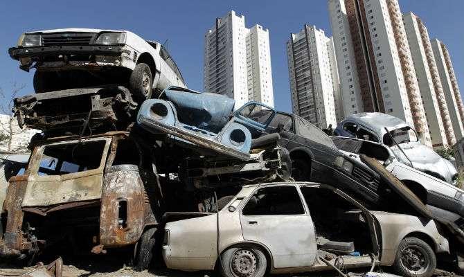 720 veículos abandonados foram recolhidos na capital em 2013