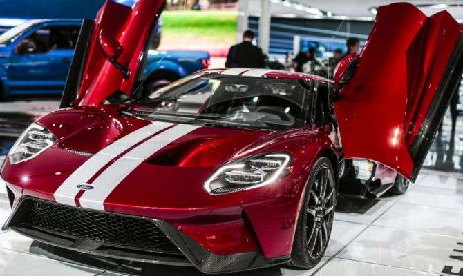 Novo Ford GT tem 656 cv e chega a 347 km/h