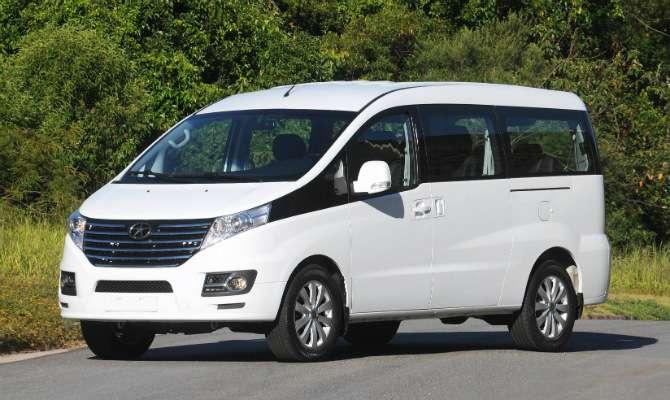 JAC lança van para transporte executivo
