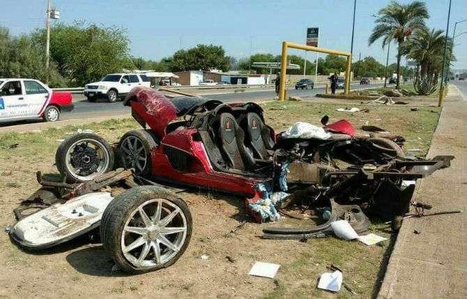 Koenigsegg CCX é destruído em acidente no México