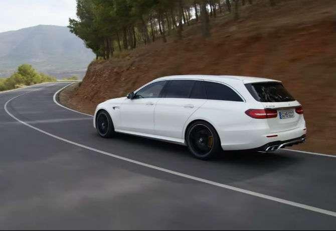 Mercedes-Benz mostra perua E 63 AMG