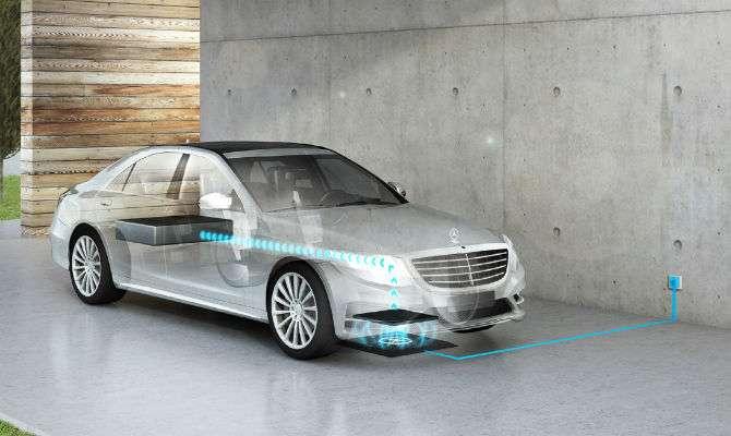 Na recarga por indução, Mercedes-Benz S500e plug-in híbrido só precisa parar sobre a base