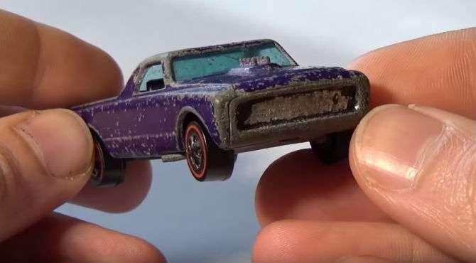 Carrinho em miniatura Hot Wheels renasce após restauração