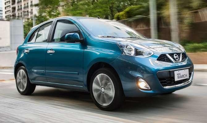 Visual segue linha de outros da Nissan, como o Sentra