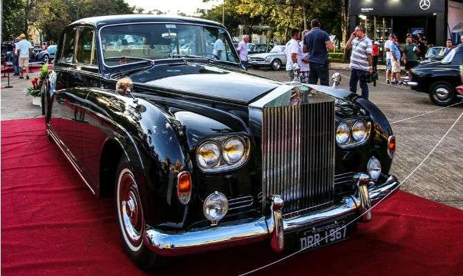 Rolls-Royce 1967 Phantom V PV 23 de 1967 tem motor 6.2 V8 e potência entre 200 e 215 cavalos