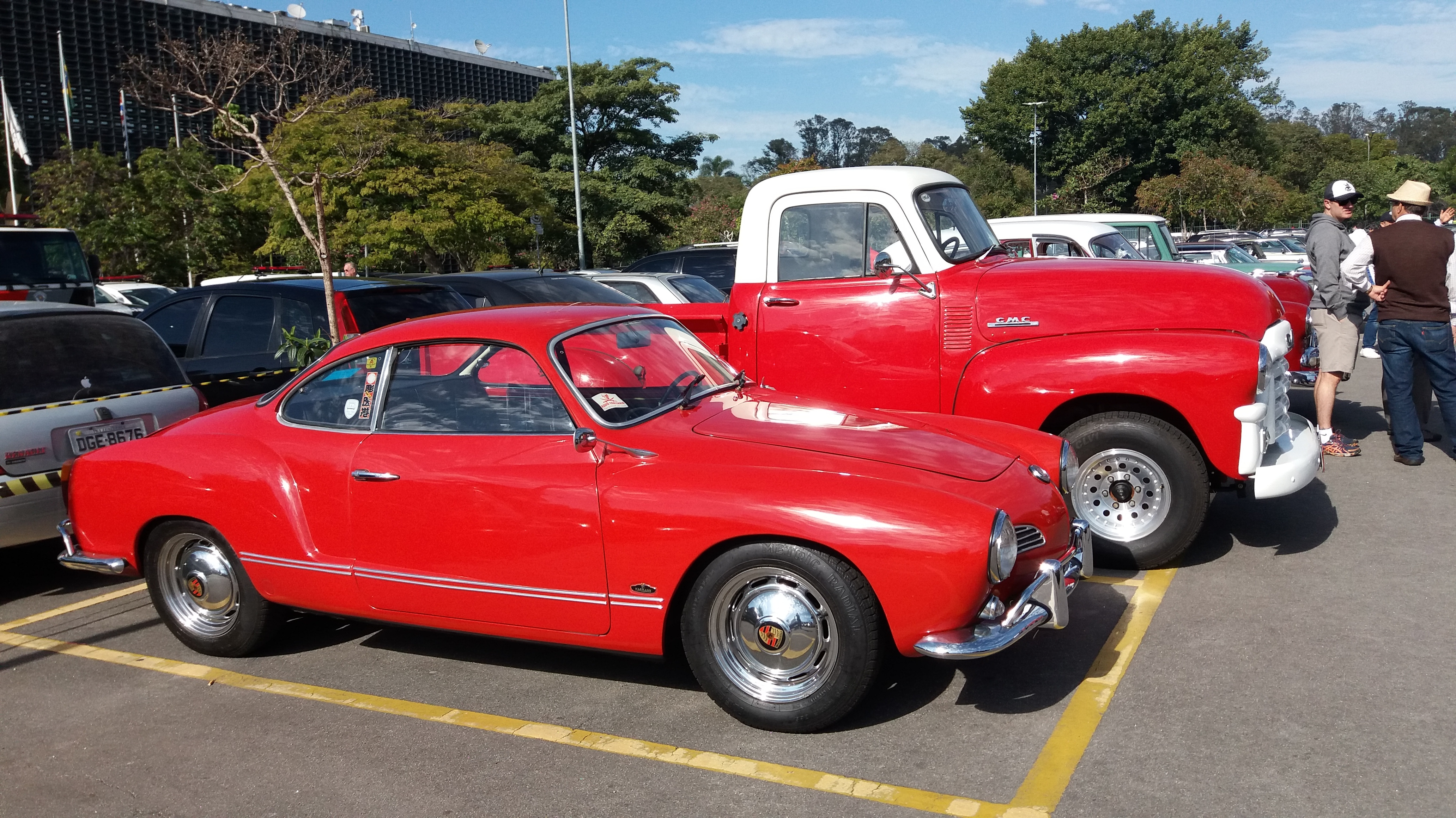 Karmann-Ghia e picape GMC