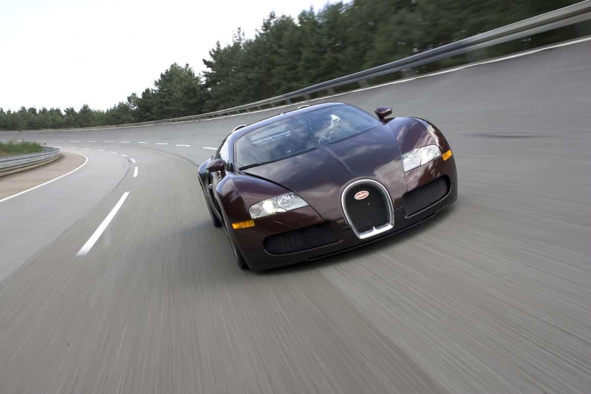 Bugatti Veyron: quebra da barreira dos 400 km/h completa 15 anos