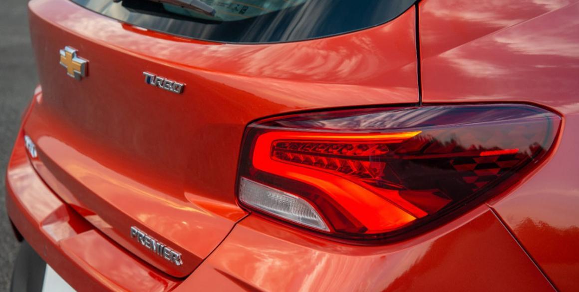 Chevrolet Onix 2020 Hatch Farol tras
