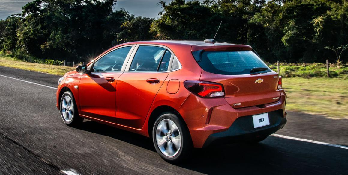 Chevrolet Onix 2020 Hatch trás