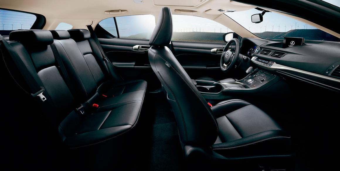 Lexus-CT200H-interior2