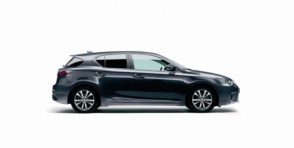 Lexus-CT200H-lado