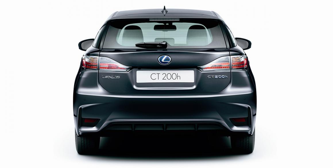 Lexus-CT200H-tras1