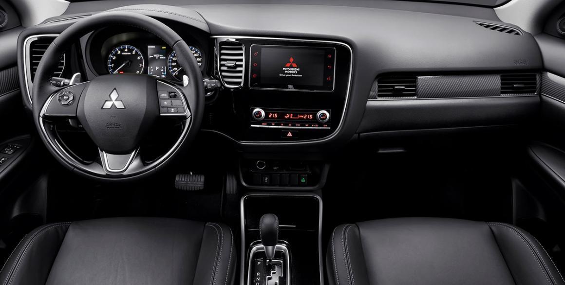 Mitsubishi-Outlander-interior