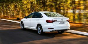 Volkswagen-Jetta-tras-