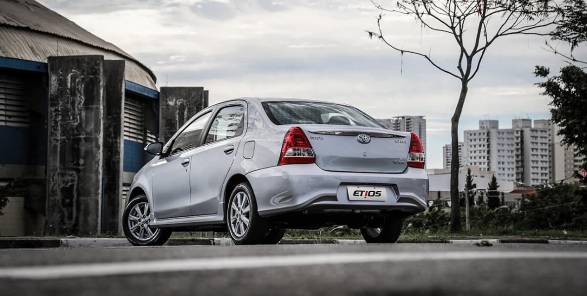 Toyota-Etios-Sedan-tras