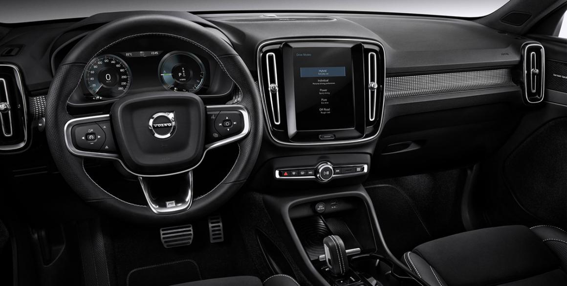 Volvo-XC40-volante