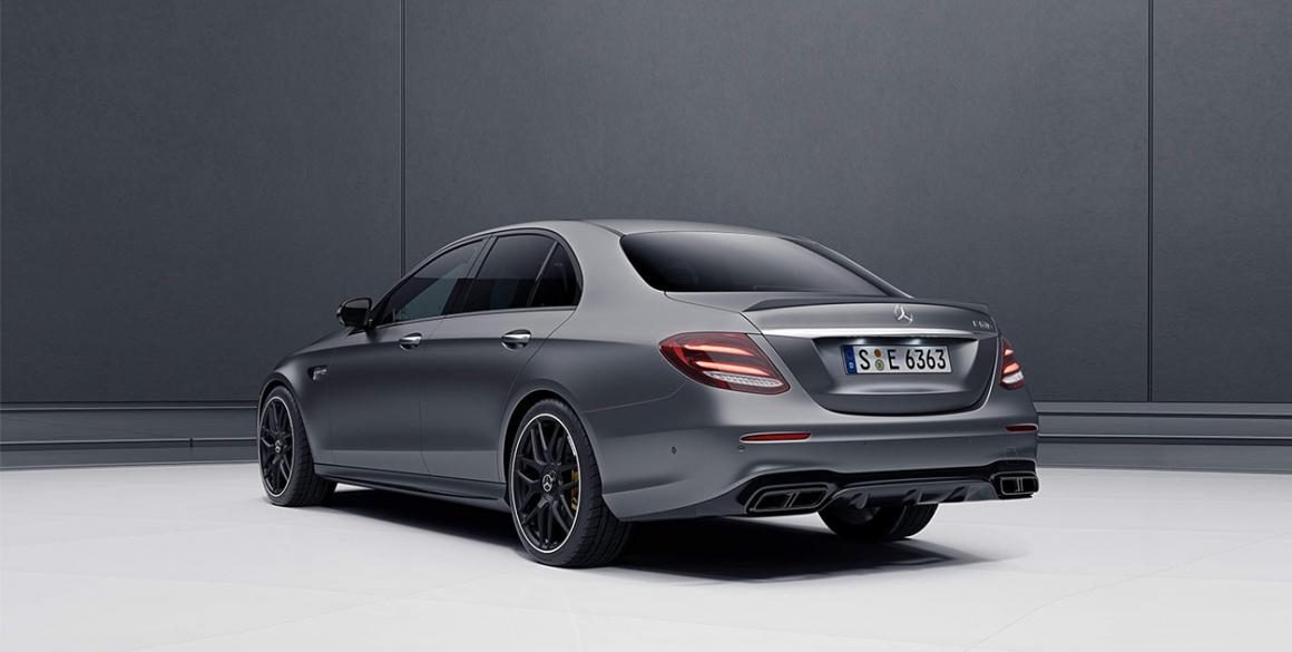 Mercedes-Classe-E-tras