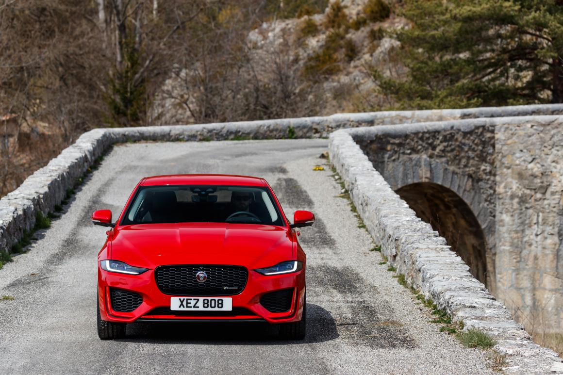 Jaguar-XE-frontal