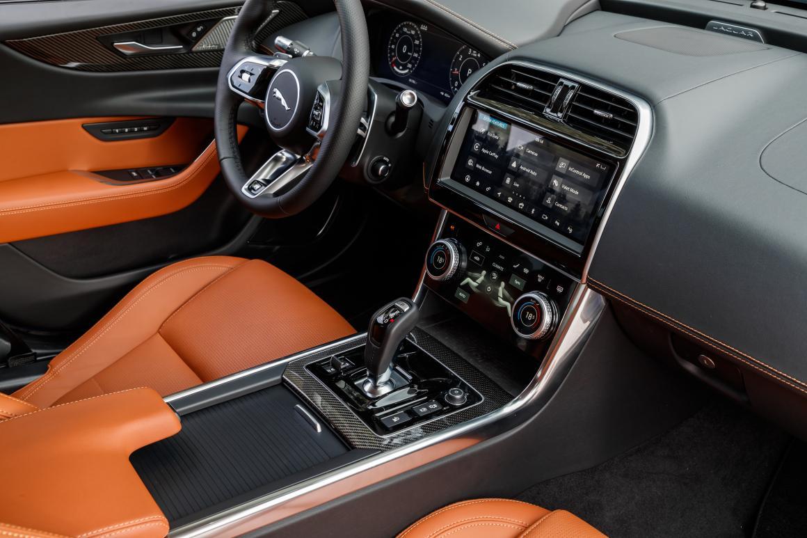 Jaguar-XE-int2