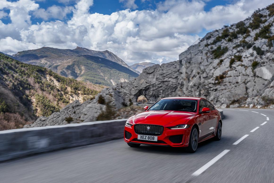 Jaguar-XE-lat