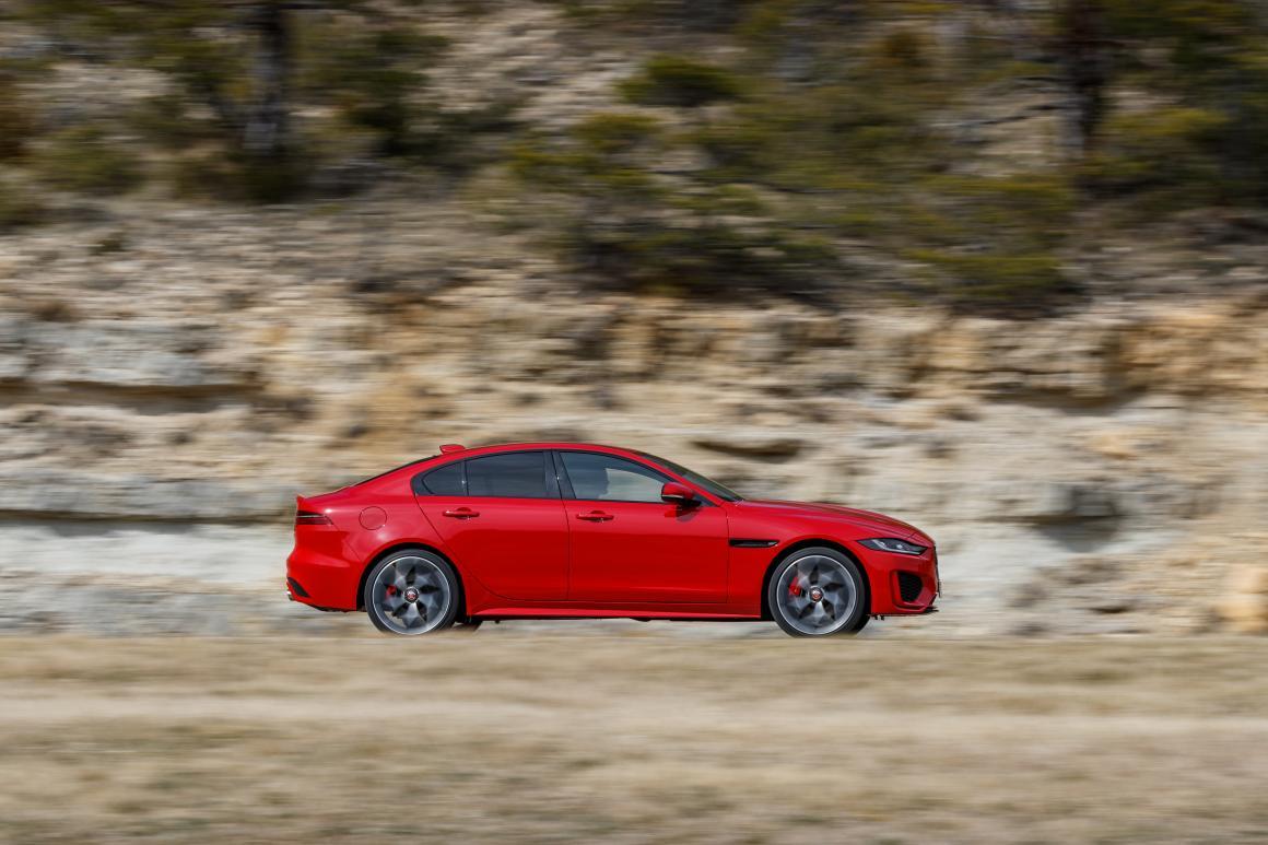 Jaguar-XE-lateral