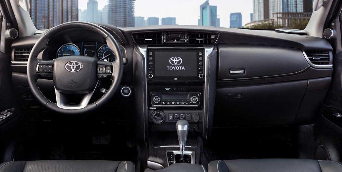 Toyota SW4-interior2