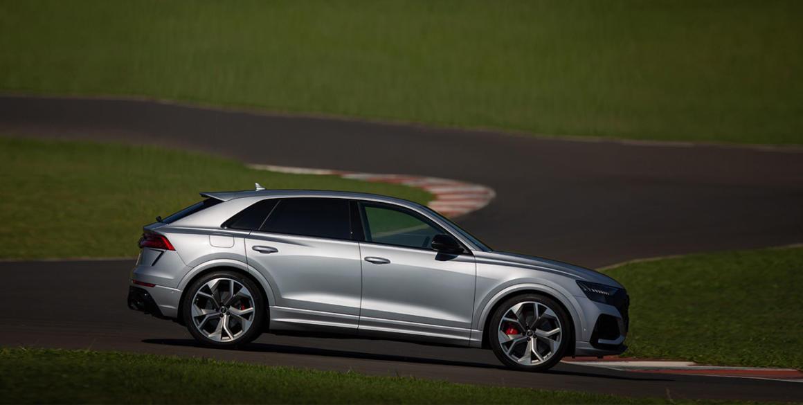Audi-Q8-lado
