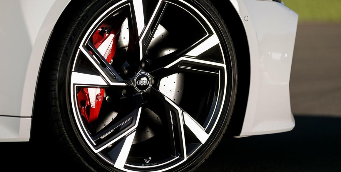Audi-RS6-detalhe-pneu