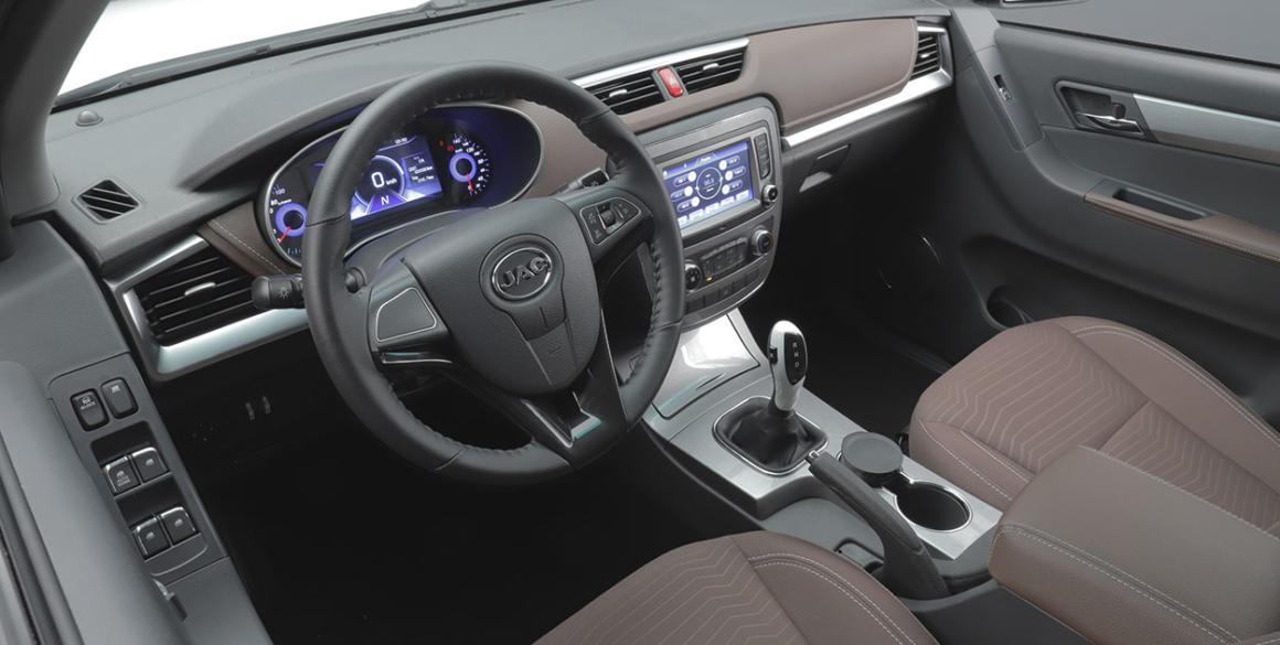 JAC-ieV330-P-interior31