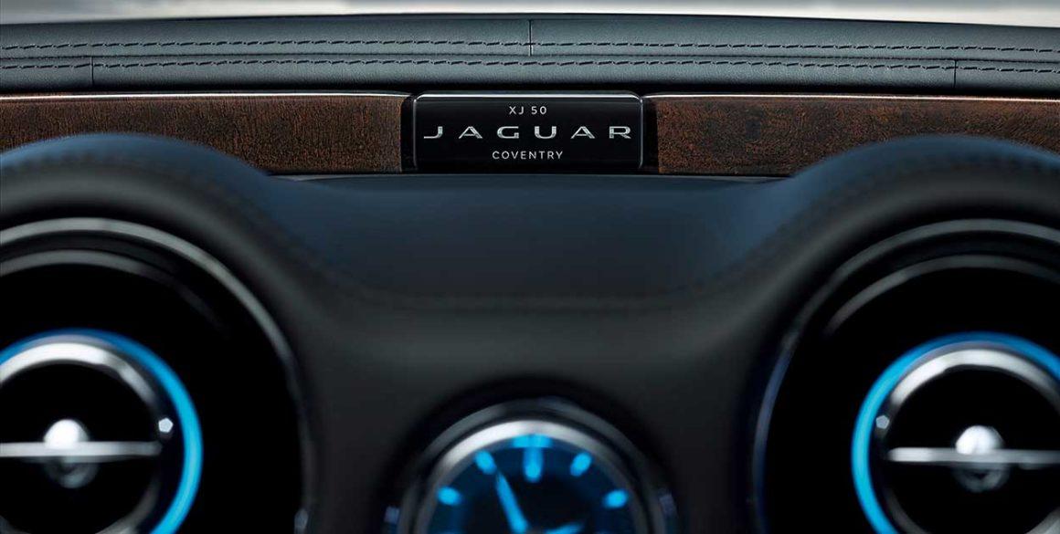 Jaguar-XJ-painel