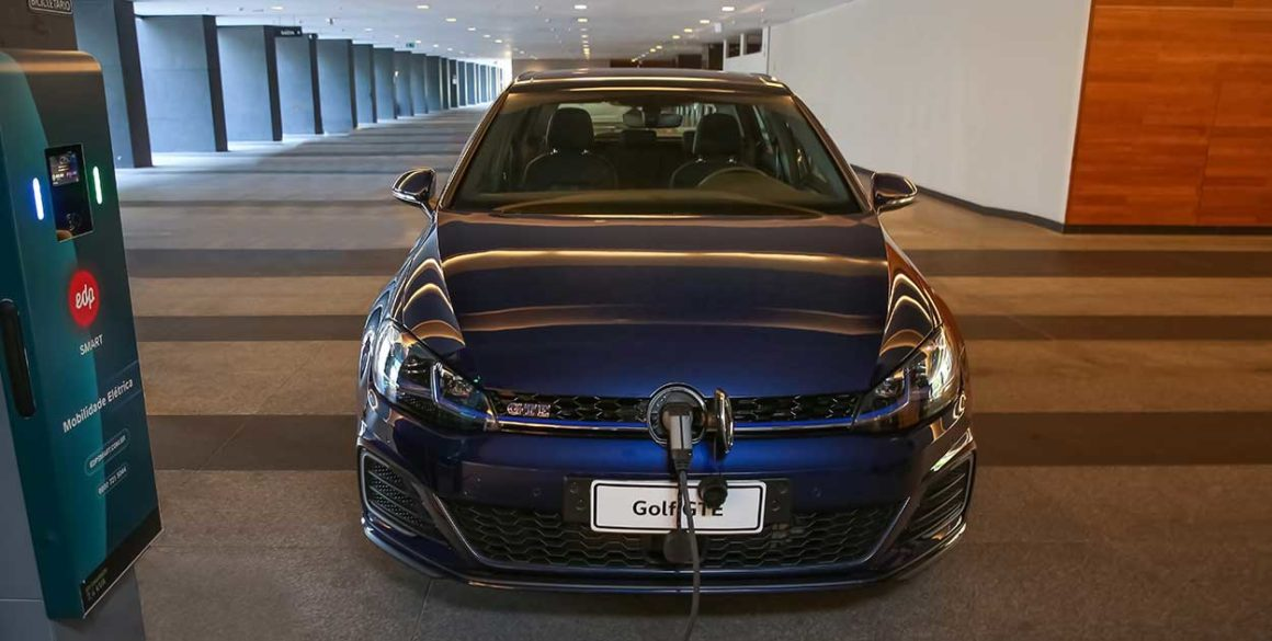 Volkswagen Golf-frontal