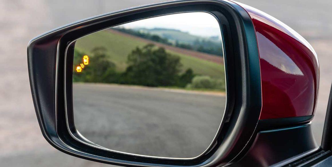 Nissan-Versa-2021-espelho