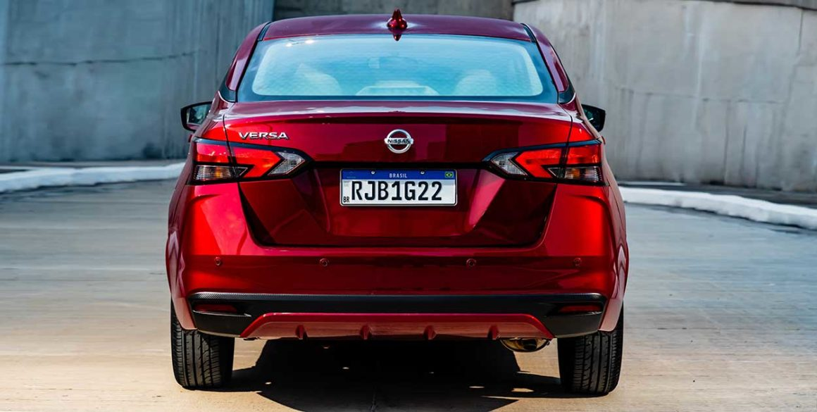 Nissan-Versa-2021-tras