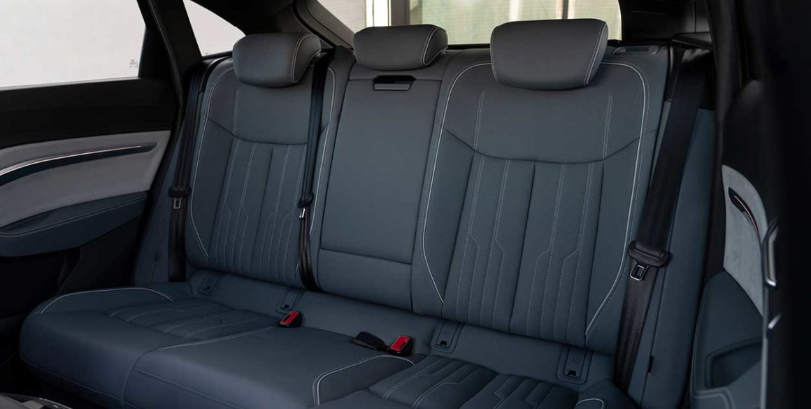 Audi-etron-Sportback-bancos-tras