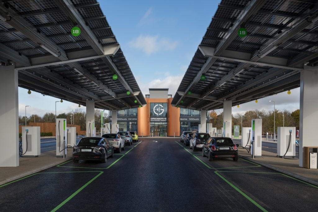 Posto de carregamento de veículos elétricos no Reino Unido