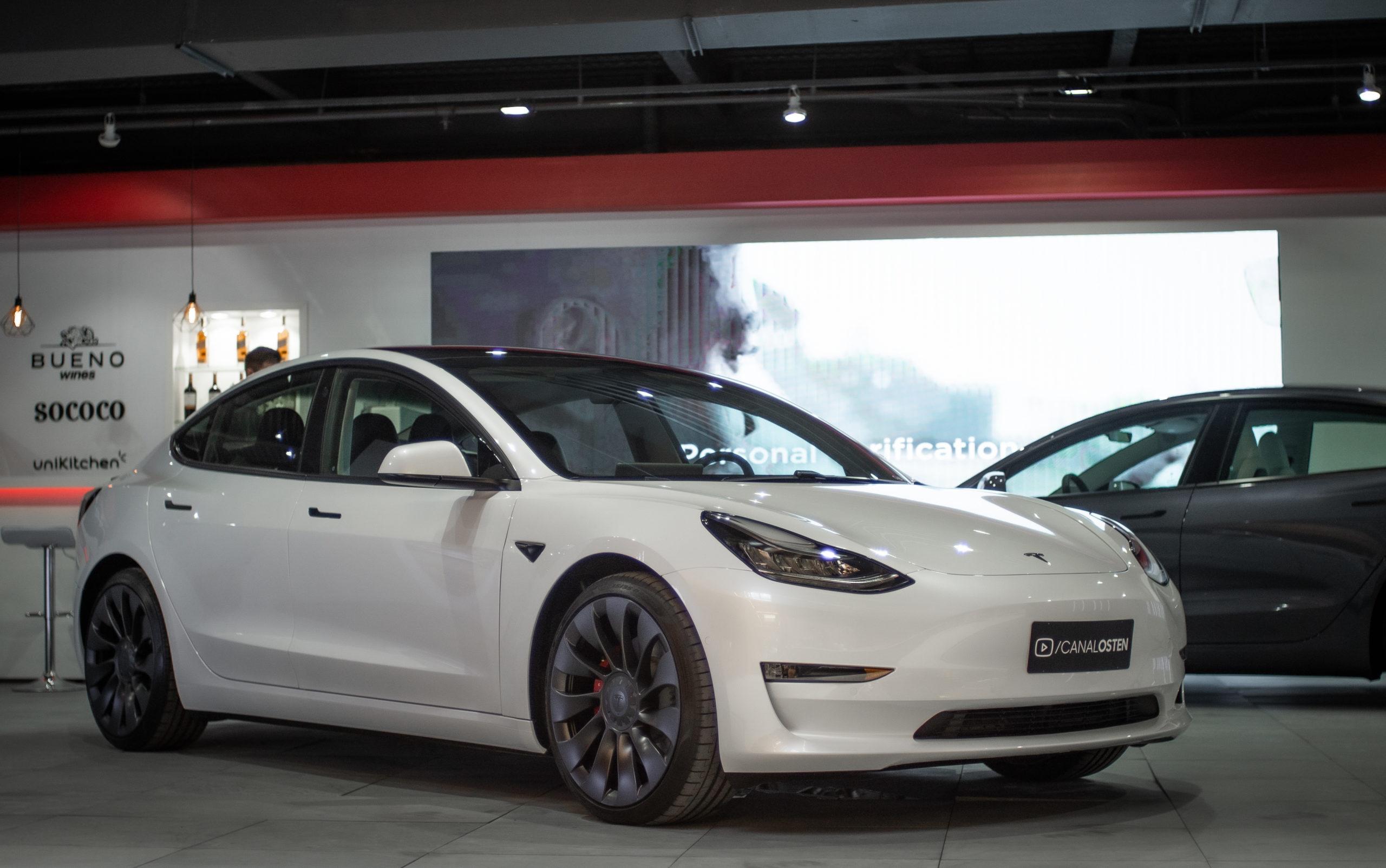 Tesla Model 3 Performance entra na modalidade de carro por assinatura em SP